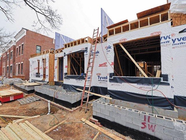 Neighborhoods_Huntts.Row.Construction_AshDaniel_rp0216.jpg