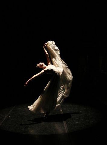 Company dancer Sabrina Holland in the Richmond Ballet Studio Theatre-photo by Sarah Ferguson-2015.jpg