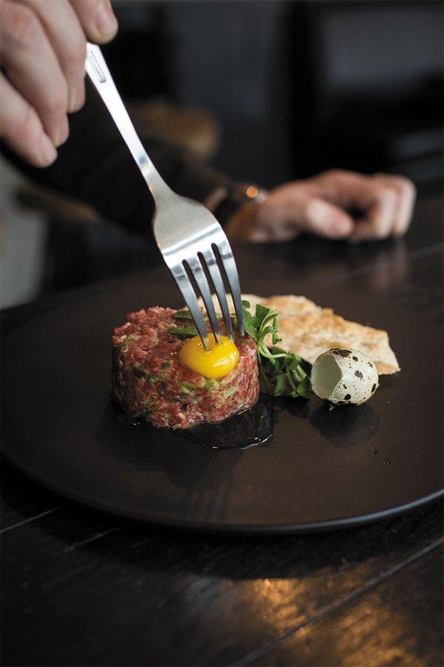 Dining_Review_Vagabond_beef_tartare_CHET_STRANGE_rp0416.jpg