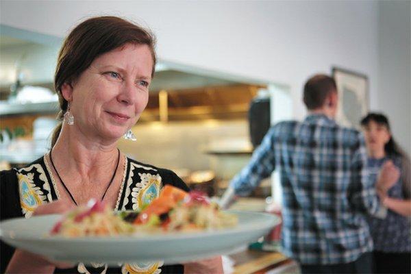 Dining_Servers_Sarah_Gaskin_Pasture_JAY_PAUL_rp0416.jpg
