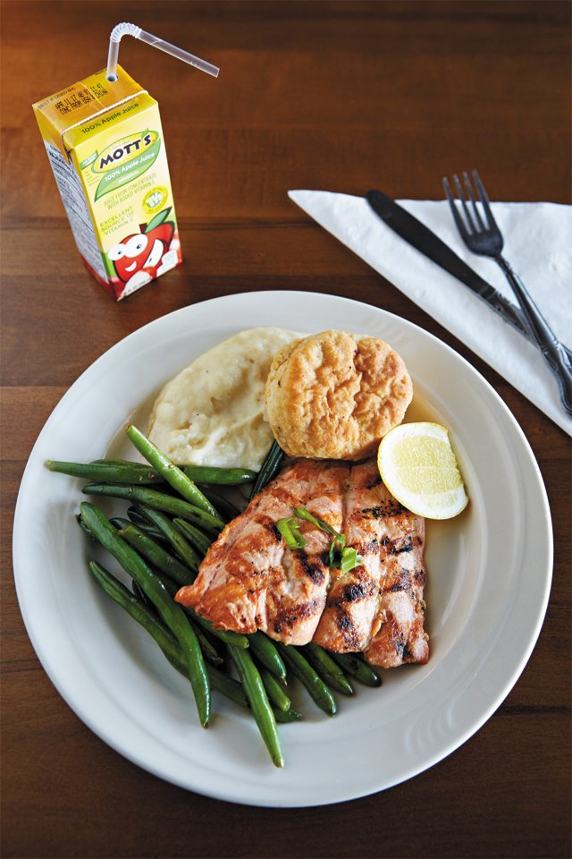 dining_review_talleys_little_adult_salmon_SARAH_WALOR_rp0516.jpg