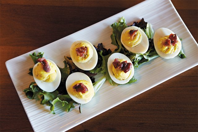 dining_review_talleys_deviled_eggs_SARAH_WALOR_rp0516.jpg
