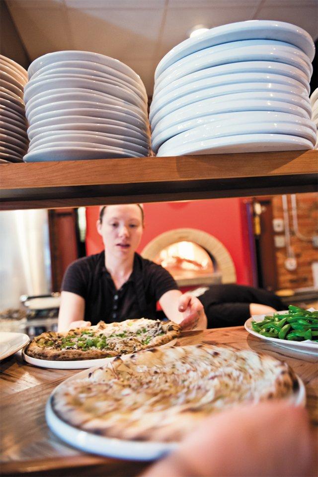 dining_review_nota_bene_pizza_tonight_danielle_nixon_BETH_FURGURSON_rp0616.jpg