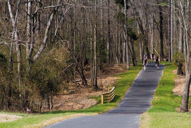 trail_capital_trail_near_curles_neck_farm_ROB_HENDRICKS_rp0516.jpg