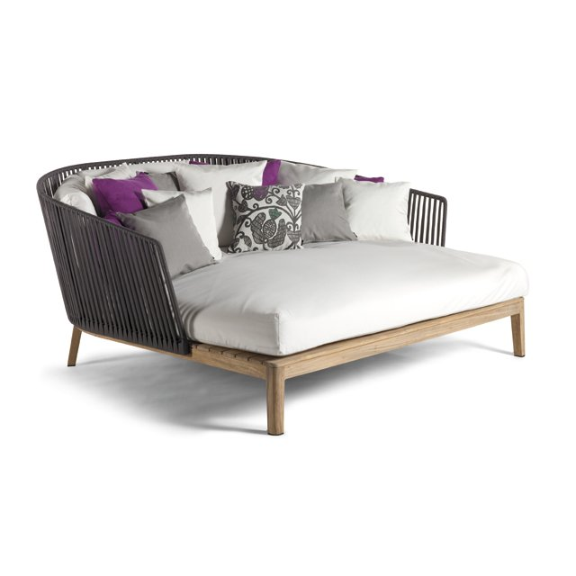 thegoods_Mood_Daybed_wCUPL_QV_hp0516.jpg