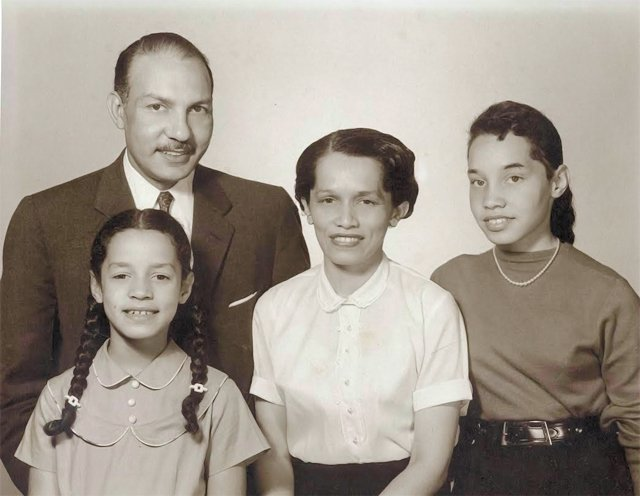 feature_james_jackson_family_FOSTER_FAMILY_COLLECTION_rp0716.jpg
