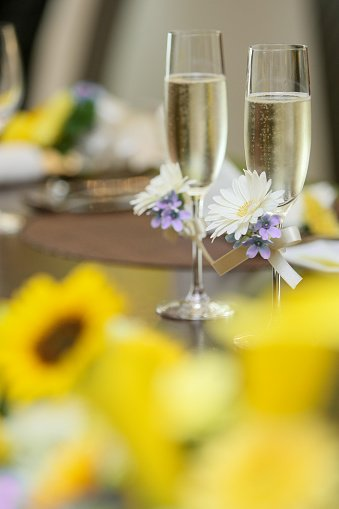 flowers_champagne.jpg