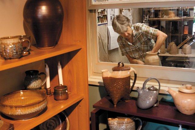 BOB_neighborhoods_43rd_st_gallery_robin_cage_pottery_hedberg_9983_STEVE_HEDBERG_hp0716.jpg