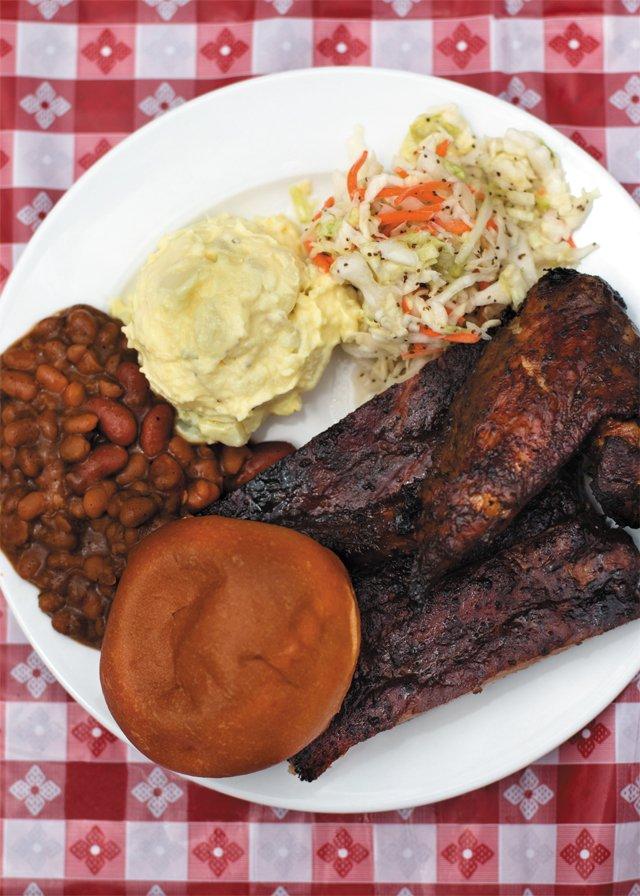 dining_ronnies_bbq_rib_platter_JULIANNE_TRIPP_rp0816.jpg