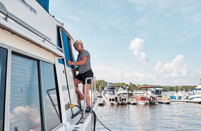 Feature_BoatPeople_Chrissie_AlexisCourtney_rp0816.jpg