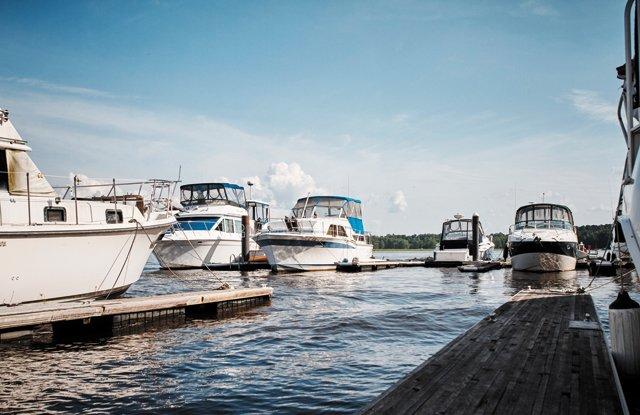Feature_BoatPeople_RiverRestMarina_AlexisCourtney_rp0816.jpg