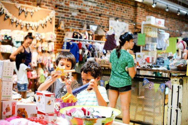 b&w_shopping&services_clover_CHENLAOU.jpg