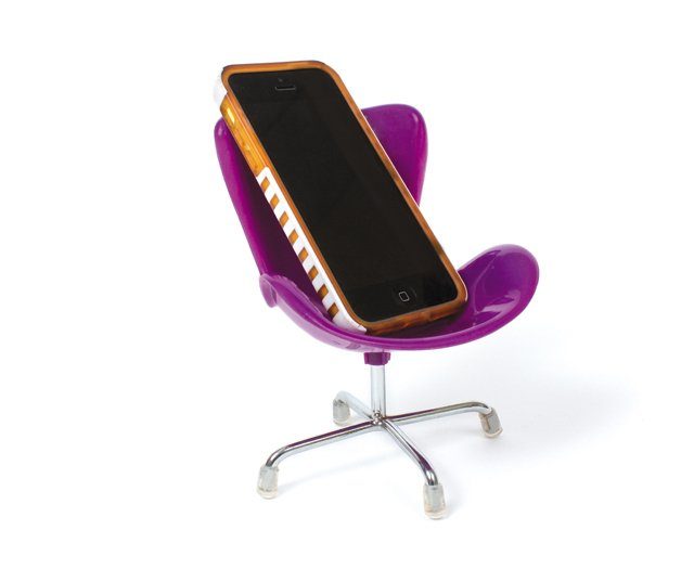 Living_Style_cellphone_deskchair_juliannetripp_rp0816.jpg