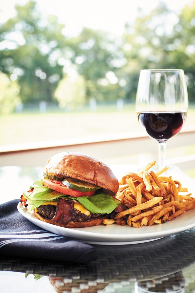 dining_upper_shirley_burger_ALEXIS_COURTNEY_rp1016.jpg