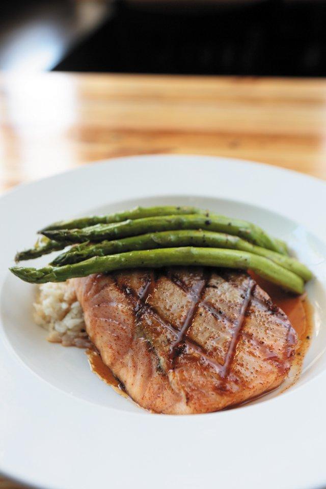Dining_Review_LibertyPublicHouse_Salmon_JAYPAUL_rp1116.jpg