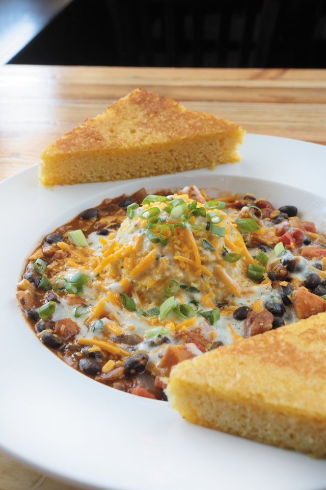 Dining_Review_LibertyPublicHouse_ChiliCornbread_JAYPAUL_rp1116.jpg