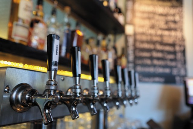 Dining_Review_LibertyPublicHouse_BeerTaps_JAYPAUL_rp1116.jpg