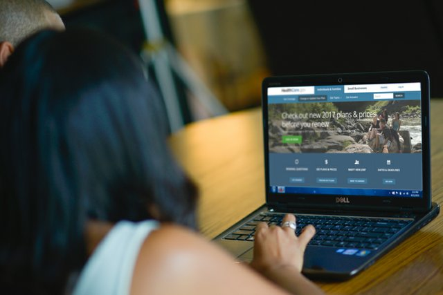 woman-using-laptop_healthcare-gov.jpg