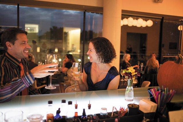 bar_guide_amuse_couple_jay_paul_rp1116.jpg