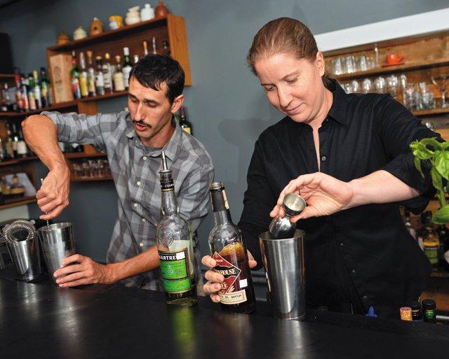 bar_guide_dutch_co_bartenders_ash_daniel_rp1116.jpg