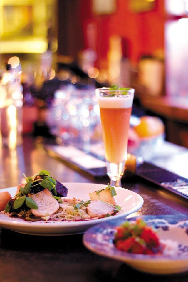 Dining_Shorts_QuickTake_TheRogueGentlemen_ELIZABETH_HUMPHREYS_rp1216.jpg