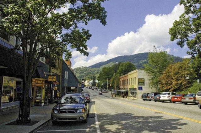 living_travel_Boone_Downtown_WATUGA_TDA_rp1116.jpg
