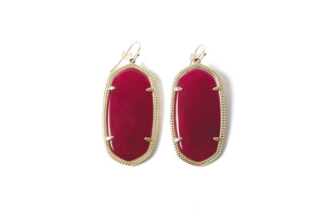 fob_trends_kendra_scott_earrings_7805_ELIZABETH_HUMPHREYS_bp1216.jpg