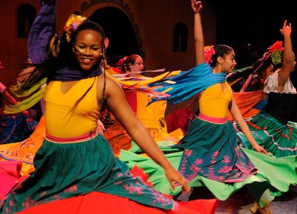 latin-ballet-va_legend-of-the-poinsettia_davey-king.jpg