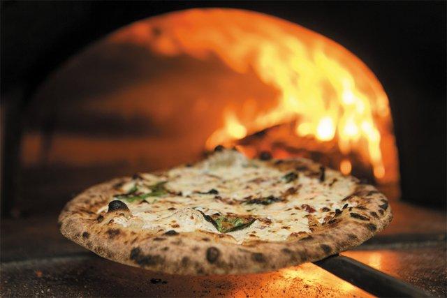 pizza_River_City_Wood_Fire_JAY_PAUL_rp0117.jpg
