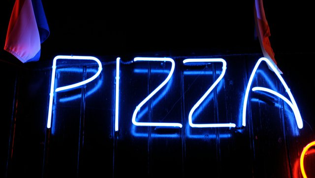 pizza-sign_ Evgeny-Trofimov-ThinkstockPhotos-95200251.jpeg