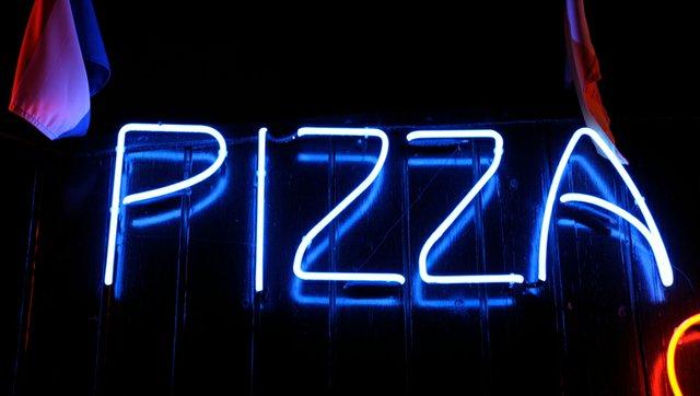 pizza-sign_ Evgeny-Trofimov-ThinkstockPhotos-95200251.jpeg