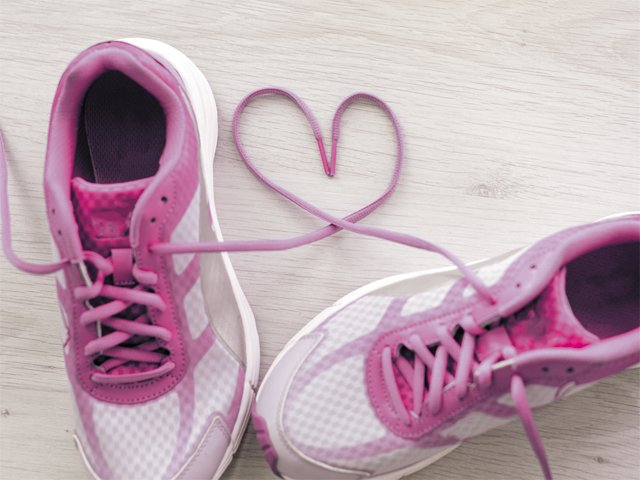 health_heart_walk_shoes_THINKSTOCK_rp0217-crop.jpg