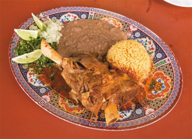 dining_food_fatales_goat_birria_shellys_food_comida_latina_JAY_PAUL_rp0217.jpg