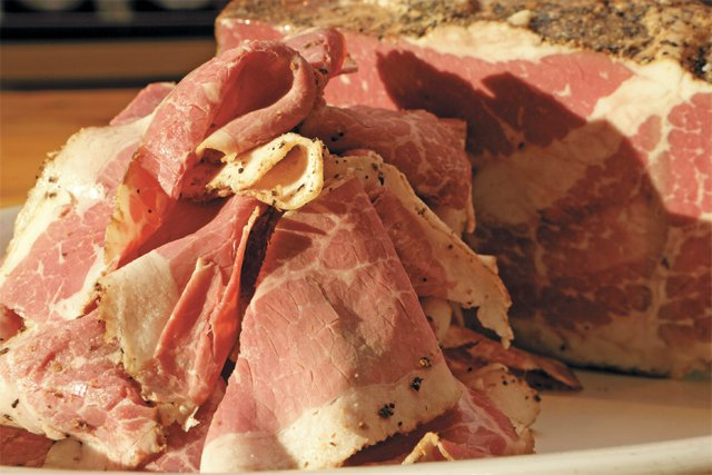 dining_food_fatales_pastrami_camdens_dogtown_market_JAY_PAUL_rp0217.jpg