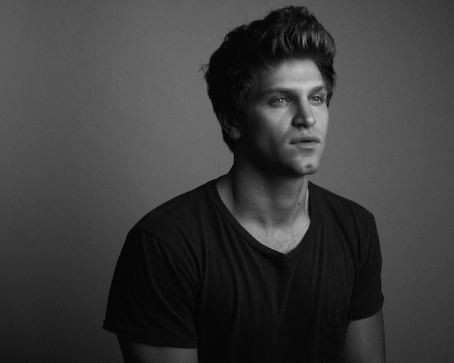 Web Extra: 'Pretty Little Liars' Keegan Allen ...