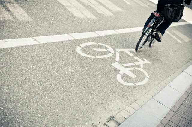 bike-lane_aleramo-ThinkstockPhotos-457757263.jpeg