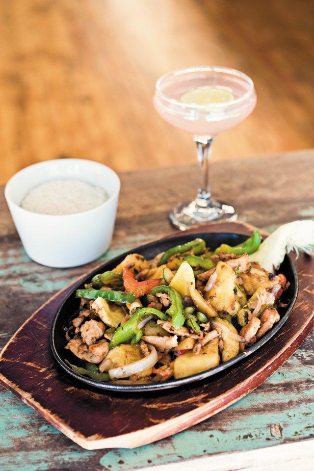 Dining_Review_Wong_Gonzalez_Fajitasr_BETHFURGURSON_rp0417.jpg