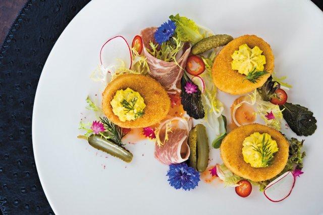 Dining_Shorts_LemaireCrispyDeviledEggs_BETH_FURGUSON_COURTESY_LEMAIRE_rp0417.jpg