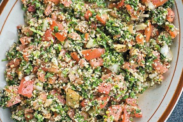 Dine_Stripmall_2M_Mediterranean_Market_Tabbouleh_ASH_DANIEL_dp0417.jpg