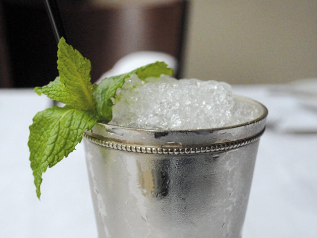Dining_Shorts_SipsAndSwigs_Juleps_ClassicVirginian_MAGGIE_POPE_rp0517-teaser.jpg