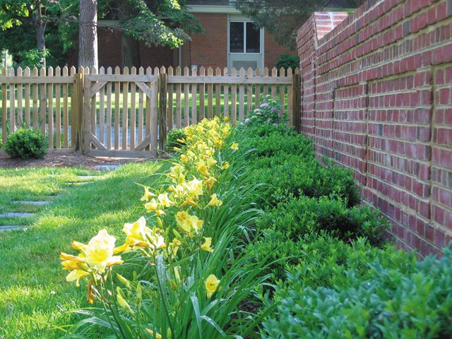 features_landscaping_IMG_2495_hp0517.jpg