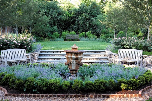 features_landscaping_IMG_2807_hp0517.jpg