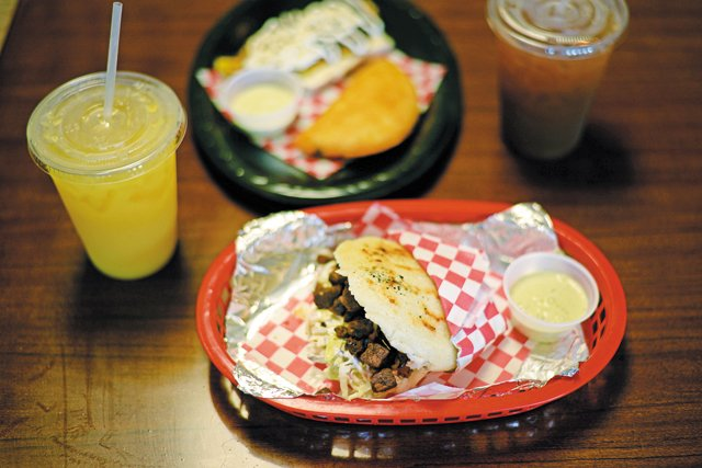 Dining_QuickTake_BocataLatinGrill_STEPHEN_CLATTERBUCK_rp0717.jpg