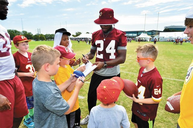 A&E_Datebook_RedskinsFanAppreciationDay2016_COURTESY_rp0817.jpg