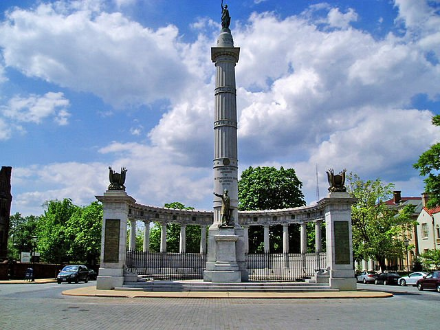 640px-Monument_avenue_richmond_virginia.jpg