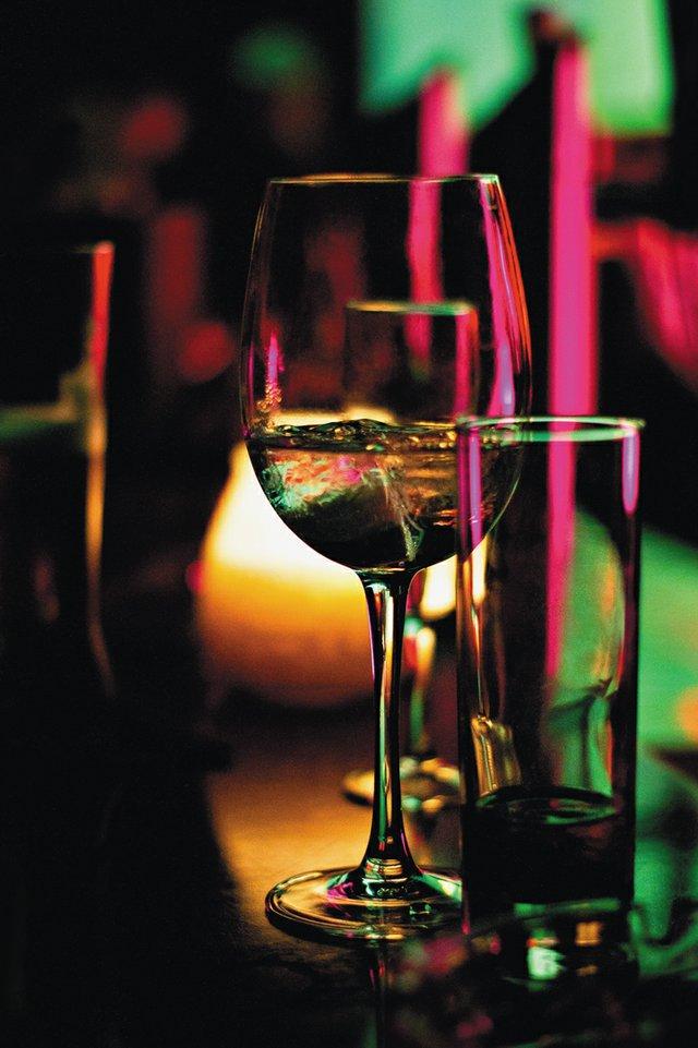 local_mytake_alcohol_SERGIO_ALVES_SANTOS_UNSPLASH_rp1017.jpg