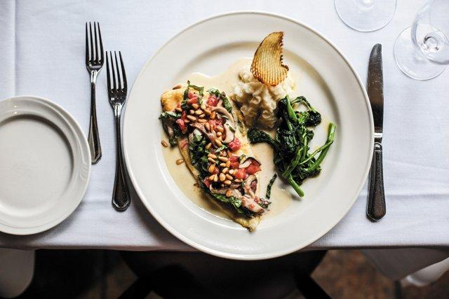 Dining_Review_LaGrotta_Sogliola-aurora_JUSTINCHESNEY_rp1017.jpg