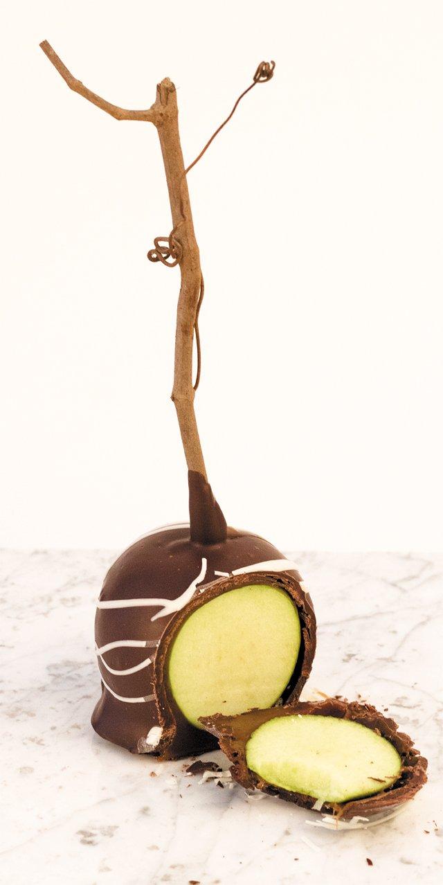 dine_chocolate_caramel_apple1_chocolates_by_kelly_SARAH_BARTON_dp1017.jpg
