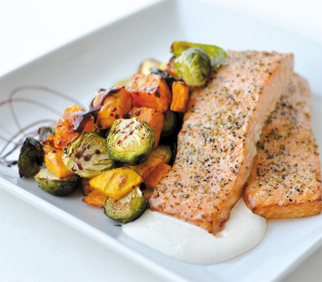 dine_salmon_Everyday_Gourmet_ALLISON_SCHUMACHER_dp1017.jpg