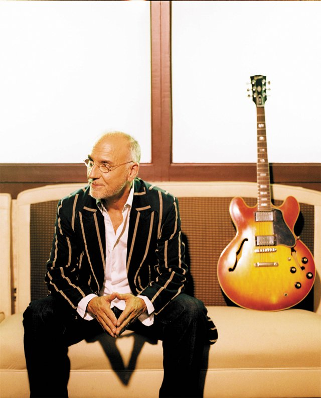 A&E_Profile_LarryCarlton_COURTESY_RCA_ENTERTAINMENT-rp1117.jpg
